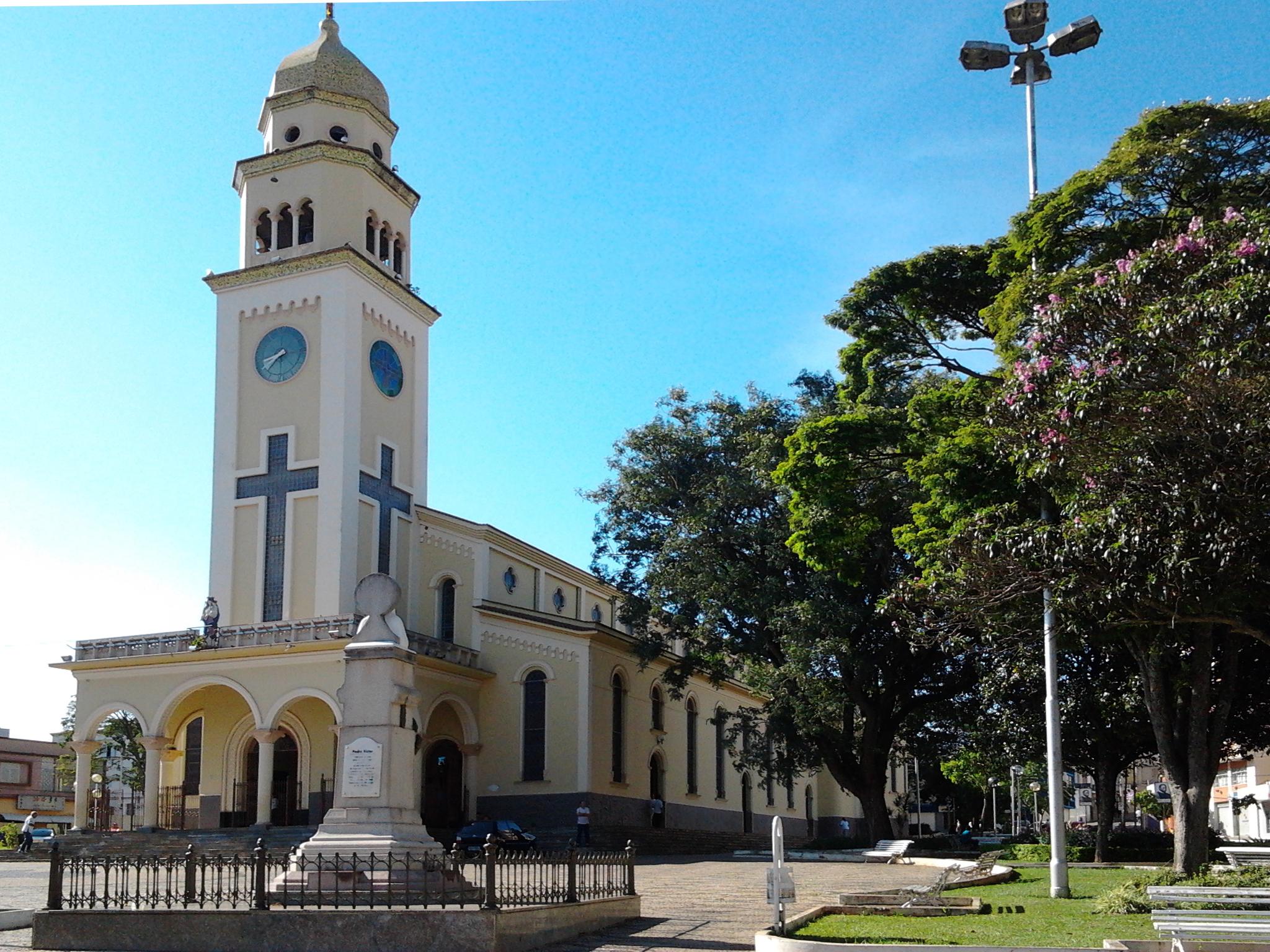 Igreja_Matriz_Nossa_Senhora_d'Ajuda_-_Três_Pontas