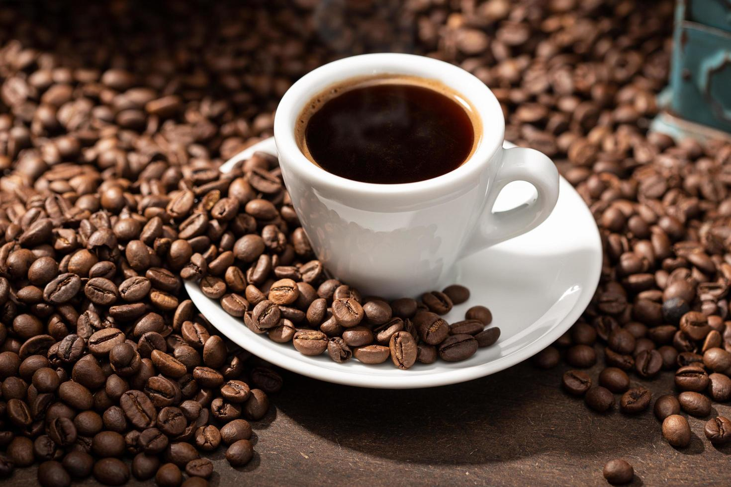 1264025-expresso-xicara-cafe-e-graos-torrados-grátis-foto